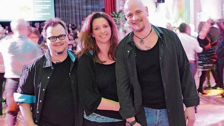Oliver Jucker (l.), Sabine Anderhub und Däni Anderhub organisieren Tanzpartys.