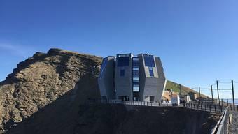 """Einweihung bei strahlendem Sonnenschein: Auf dem Monte Generoso ist die """"Steinblume"""" von Mario Botta eröffnet worden."""