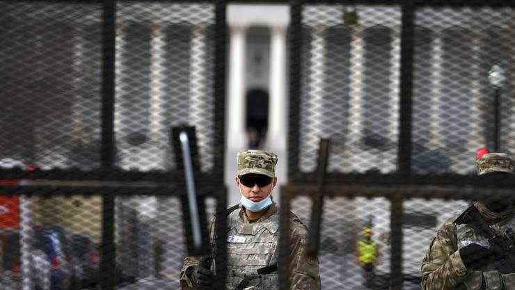 Hier ist kein Durchkommen: Das Kapitol ist abgeriegelt. Rund 20'000 Soldaten der Nationalgarde sollen eine sichere Vereidigungszeremonie Joe Bidens zum nächsten US-Präsidenten garantieren.