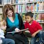 Eine fremdsprachige Geschichte zu erzählen, fördert die Sprachkompetenz von Kindergärtlern.