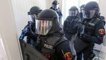 Die Polizisten der Sondereinheit Argus sollen je nach Einsatz Body-Cams tragen. (Symbolbild)