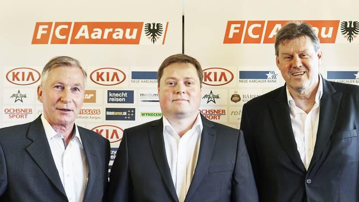 Philipp Bonorand (Mitte) übernimmt ab dem 26. Mai auch auf dem Papier die Geschicke beim FC Aarau, Alfred Schmid (links) und Roger Geissberger (rechts ) treten nach 13 Jahren an der Klubspitze in den Hintergrund.