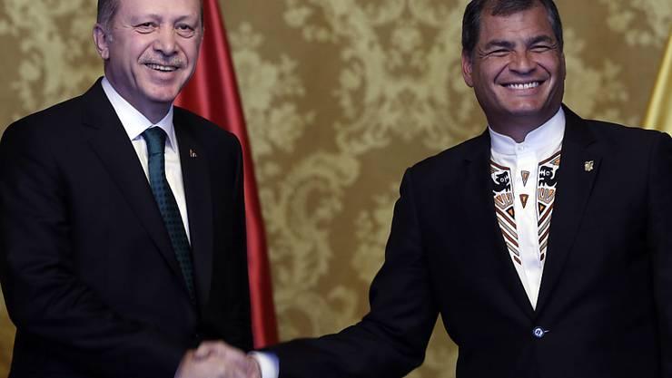 Türkeis Präsident Erdogan auf Besuch in Ecuador (im Bild: Präsident Correa): Er forderte erneut ein Ende der russischen Luftangriffe in Syrien.