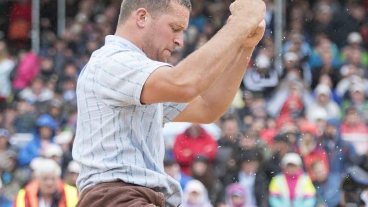 Marcel Mathis freut sich über seinen grössten Sieg