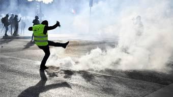 Randalierer auf einer Gelbwesten-Demonstration in Paris: Gewalt nimmt in der Protestbewegung überhand. JULIEN DE ROSA/EPA/KEY