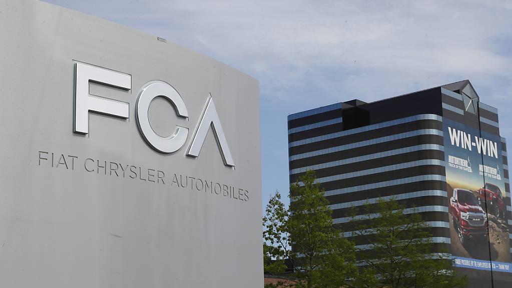 Der US-italienische Autobauer Fiat Chrysler beordert tausende Fahrzeuge in den USA in die Werkstätten zurück, um Airbag-Abdeckungen auszutauschen. (Archivbild)