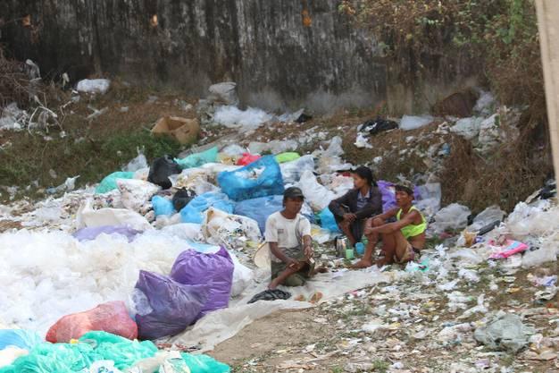 Und das gehört leider ebefalls zu Yangon, Myanmar - und vielen, vielen anderen Ländern: Müllberge mitten in der Stadt