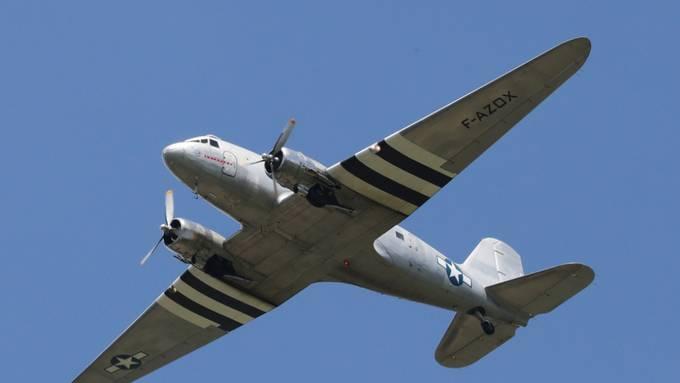 """Eine DC-3 der US Air Force von 1948, die als """"Rosinenbomber"""" für die Berliner Luftbrücke eingesetzt wurde."""