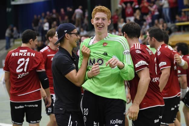 Jubel bei Suhr um Goalie Flavio Wick (Mitte).