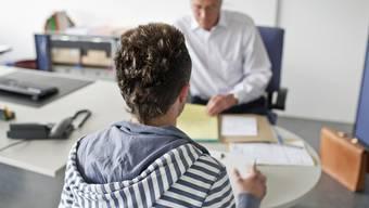 Der Anstieg im August erfolgte hauptsächlich in der Altersgruppe der Schul- und Lehrabgänger. (Symbolbild)