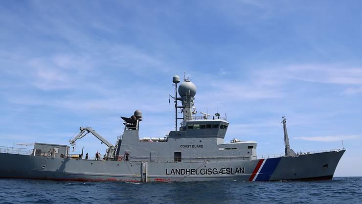 Ein Rettungsschiff vor der sizilianischen Küste im Mittelmeer (Archiv)