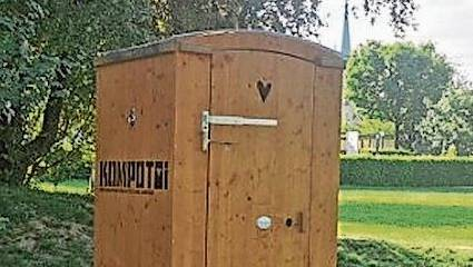 Der Rebhaldenspielplatz hat ein umweltfreundliches Toilettenhäuschen.