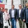 Nur fürs Bild draussen: Der Stadtrat bei der Eröffnung der Stadtstele (hinten). Links: Peter Wolf von den «Regionalen 2025».San