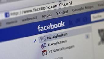 Facebook will mehr Inhalte auf seine Plattform locken - dafür macht das Onlinenetzwerk nun Youtube Konkurrenz und wirbt um die Videoproduzenten.