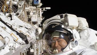Astronaut Hoshide bei einem Weltraumspaziergang im September (Archiv)