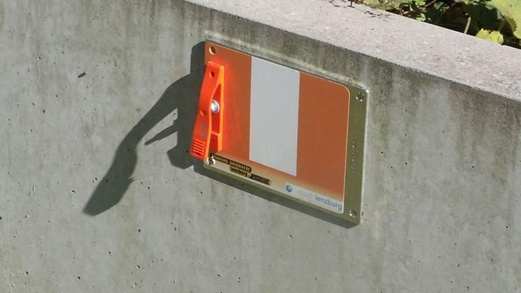 Die Posten des Orientierungslaufs sind über das ganze Stadtgebiet verteilt und mittels Metallplatten markiert. Foto: AG