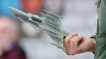 Herrmann geht nicht davon aus, dass der Typenentscheid bei den Kampfjets vors Volk kommt.