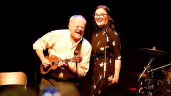 Gitarrist Benno Riss und Sängerin Monika Schär in der Akustikformation von Bluesaholics.