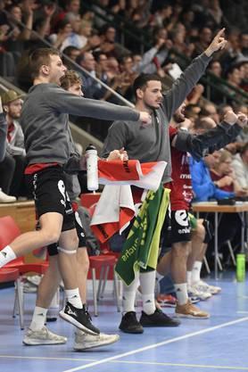 Jan Peter (vorne) und Raphael Rohr (hinten) bejubeln den Sieg