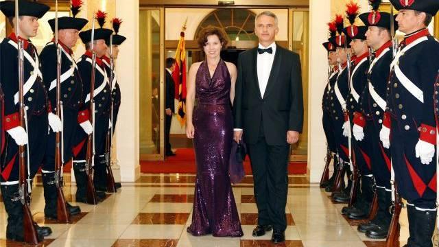 Fühlt sich wohl auf der internationalen Bühne: Didier Burkhalter und seine Frau Friedrun (hier an einem diplomatischen Empfang im Bernerhof im Oktober 2011, damals noch als Innenminister).Keystone