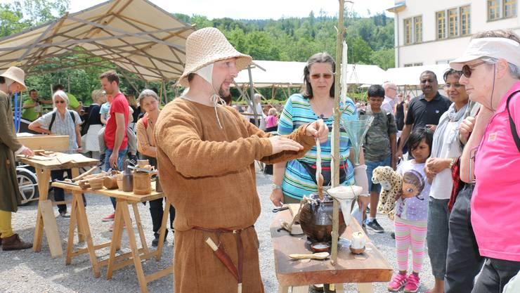 Auf der Klosterhalbinsel zeigen Mittelaltervereine wie es im Mittelalter war.