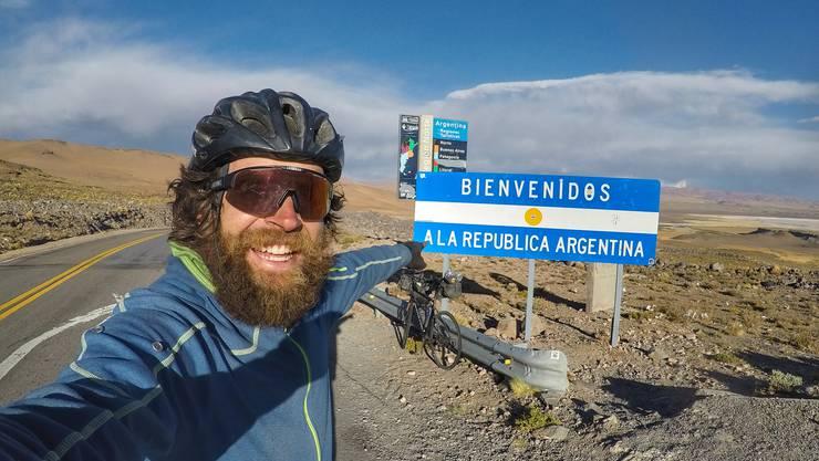 Jonas Deichmann, der Abenteurer und Extremsportler an der argentinischen Grenze.