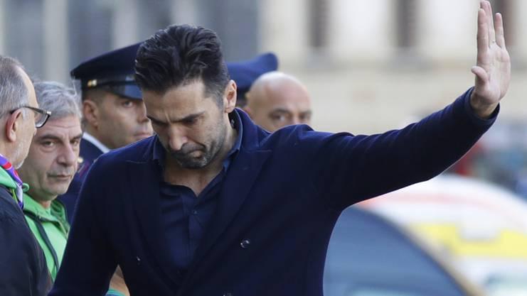 Gianluigi Buffo an der Beerdigung Davide Astoris.
