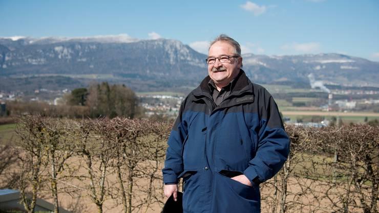 Stephan Schöni beim Wasserreservoir auf dem Bleichenberg – das für den Fusionsgegner weiterhin auf Biberister Boden liegen soll.