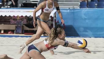 In den Niederlanden top in Form: Das Schweizer Duo Nina Betschart (vorne) und Tanja Hüberli steht an der EM im Halbfinal
