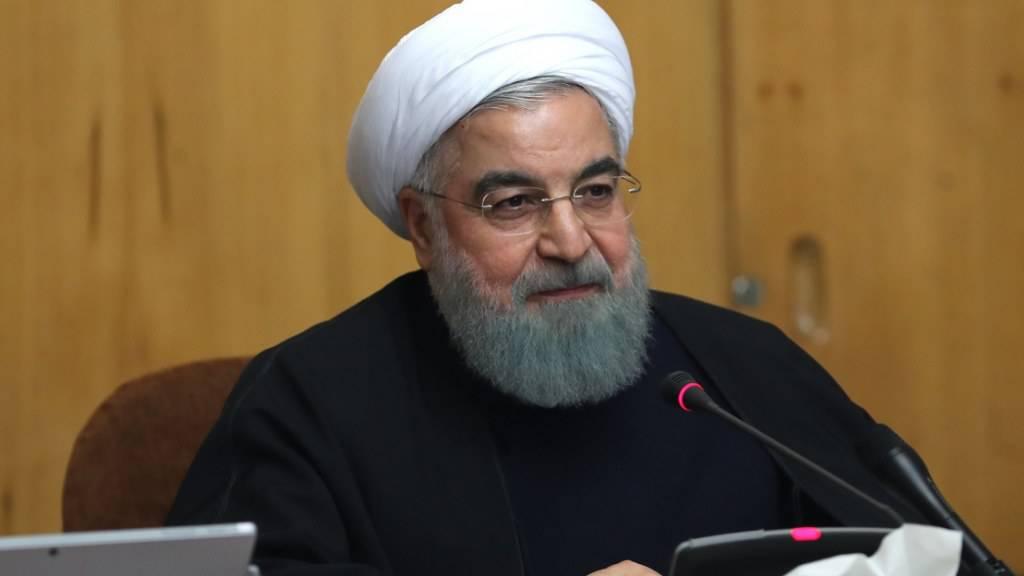 Der iranische Präsident Ruhani gesteht den Demonstranten das Recht zu protestieren zu - er verurteilt aber Gewalt.