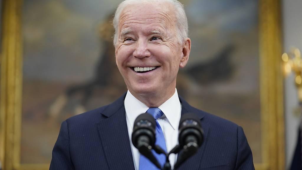 dpatopbilder - US-Präsident Joe Biden hält im Roosevelt Room des Weißen Hauses eine Rede. Foto: Evan Vucci/AP/dpa