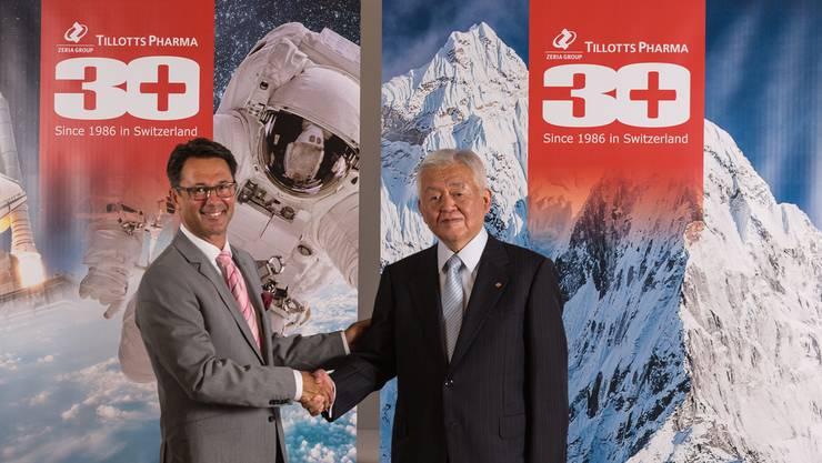 Thomas A. Tóth, CEO Tillotts Pharma (l.), mit «seinem» Präsidenten Sachiaki Ibe.