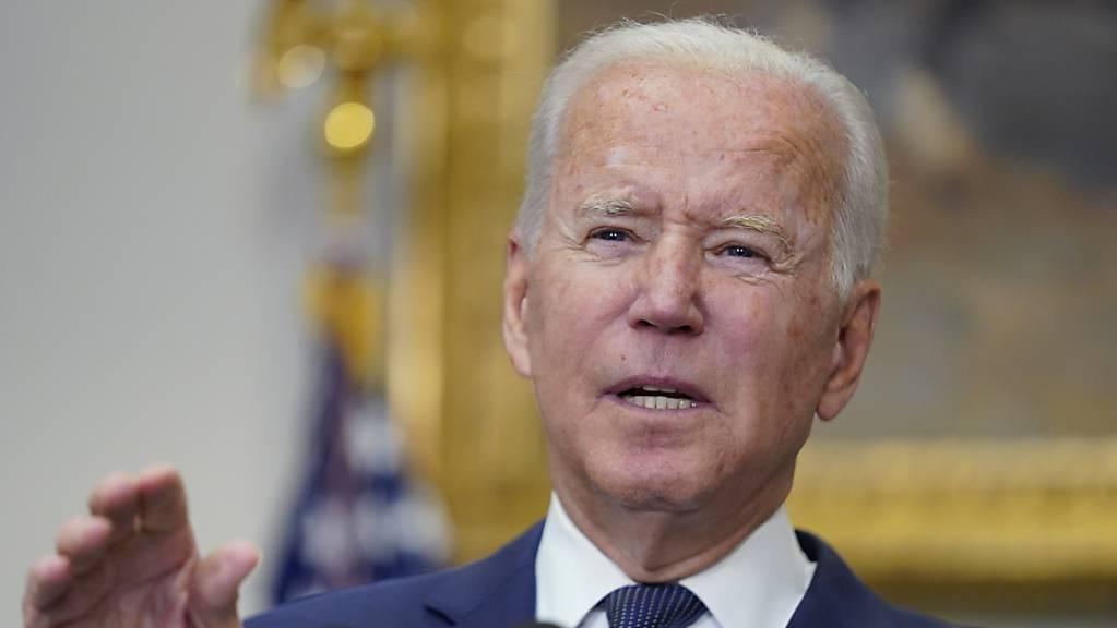 Joe Biden, Präsident der USA,  spricht im Roosevelt Room des Weißen Hauses. Foto: Manuel Balce Ceneta/AP/dpa