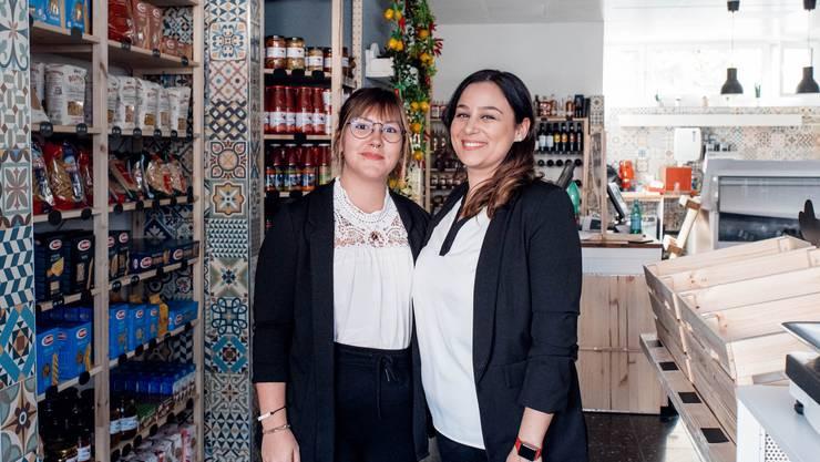 Stefania Favara und Maria Weiyermann in ihrem neuen Laden.