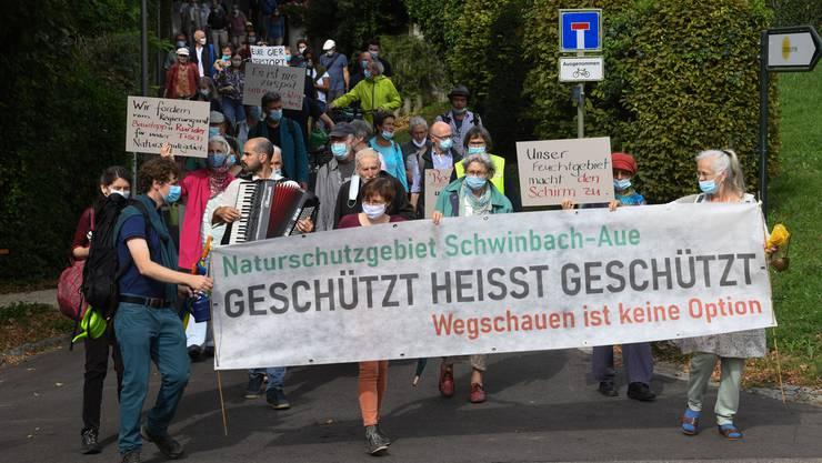 Eine festliche Kundgebung war angekündigt – und so war es dann auch: Demonstrierende in Arlesheim.
