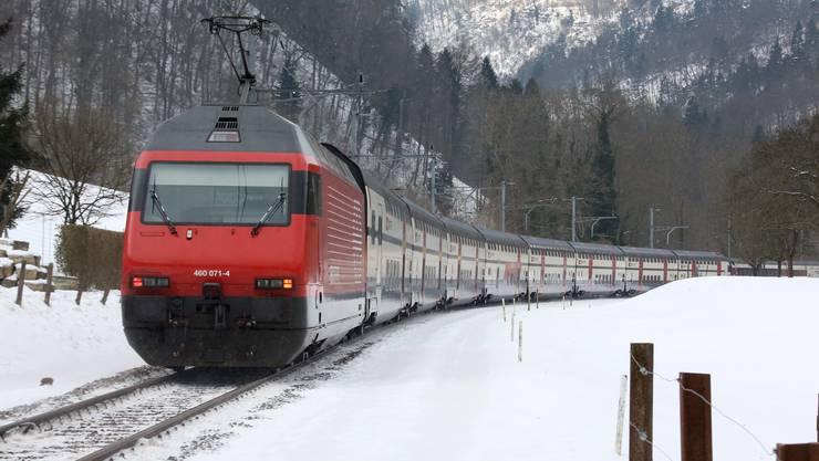 Intercity-Doppeldecker in der Trimbacher Mieseren.
