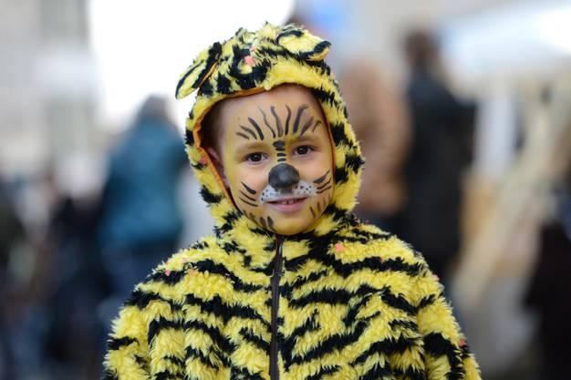 Eine gezähmte Wildkatze: Der vierjährige Lars aus Tenniken durfte sein Lieblingstier verkörpern.