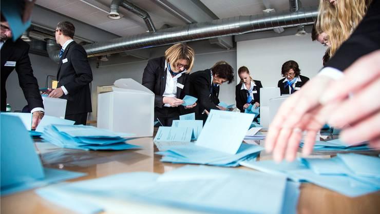 Zehn Mitglieder pro 1000 Stimmberechtigte würden in den Kreiswahlbüros reichen, meint die Stadt Zürich und halbiert die Anzahl Wahlbüromitglieder auf 2300. (Symbolbild)