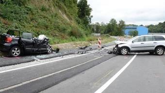 Bei der Frontalkollision in Luzern wurden am Sonntagnachmittag drei Menschen verletzt. (Bild: Luzerner Polizei)