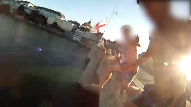 Adrenalin-Kick: Sprung mit der GoPro-Kamera von der Mittleren Brücke, hochgeladen auf Youtube am 10. Juli 2015.