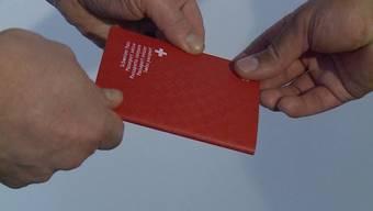 Die 200 für die erleichterte Einbürgerung infrage kommenden Terzos will die Aargauer Regierung aktiv angehen. Für die SVP fehlgeleitetes Engagement.