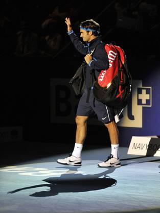 Roger Federer wird bei den Swiss Indoors 2011 einmal mehr euphorisch von seinen Fans begrüsst.