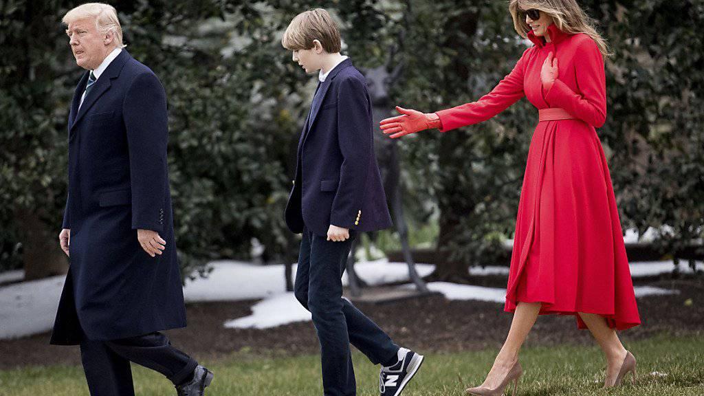 Melania und Barron Trump zu Besuch beim US-Präsidenten im Garten des Weissen Hauses (Archiv)