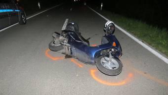Der Rollerfahrer verletzte sich beim Unfall schwer und verstarb am Montagabend im Spital.