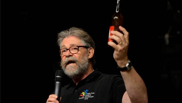 Peter Jordi präsentierte bei der Eröffnung stolz das Gerlafinger Bier.