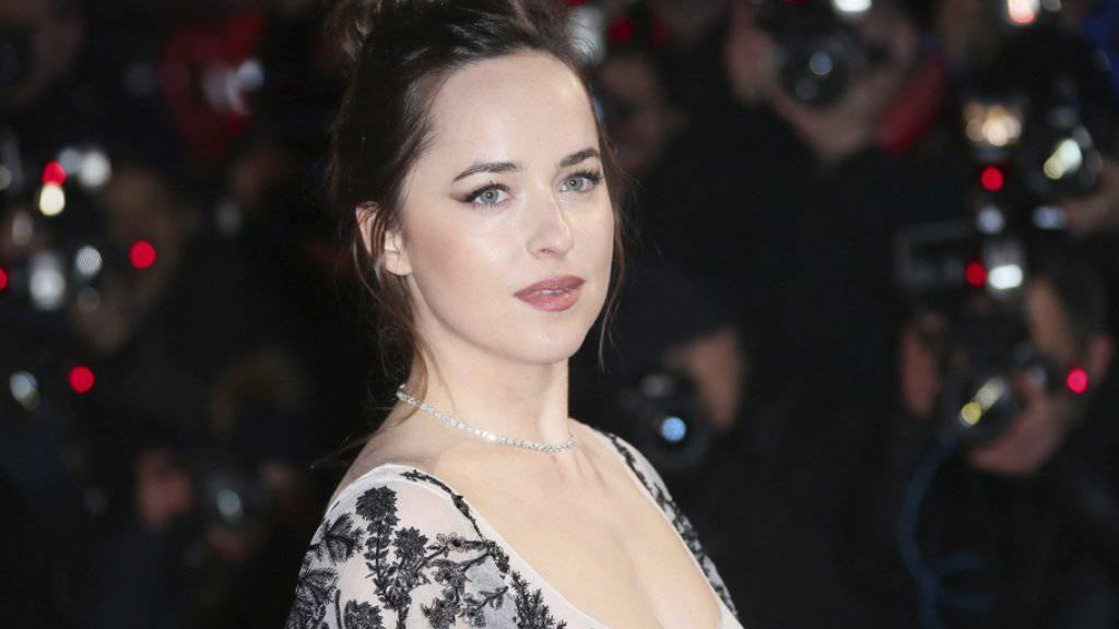Dakota Johnson lockte am Wochenende vom 16. bis 19. Februar 2017 am meisten Leute in die Schweizer Kinos. Sie spielt die Hauptrolle im Softpornostreifen «Fifty Shades Darker». (Archiv)