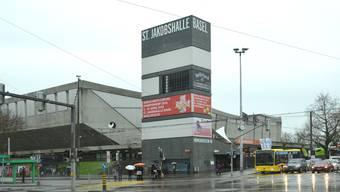 Das Wahrzeichen der Joggelihalle gehört bald der Vergangenheit an: Mitte Januar beginnt der Rückbau, im Februar wird der Turm verschwunden sein.