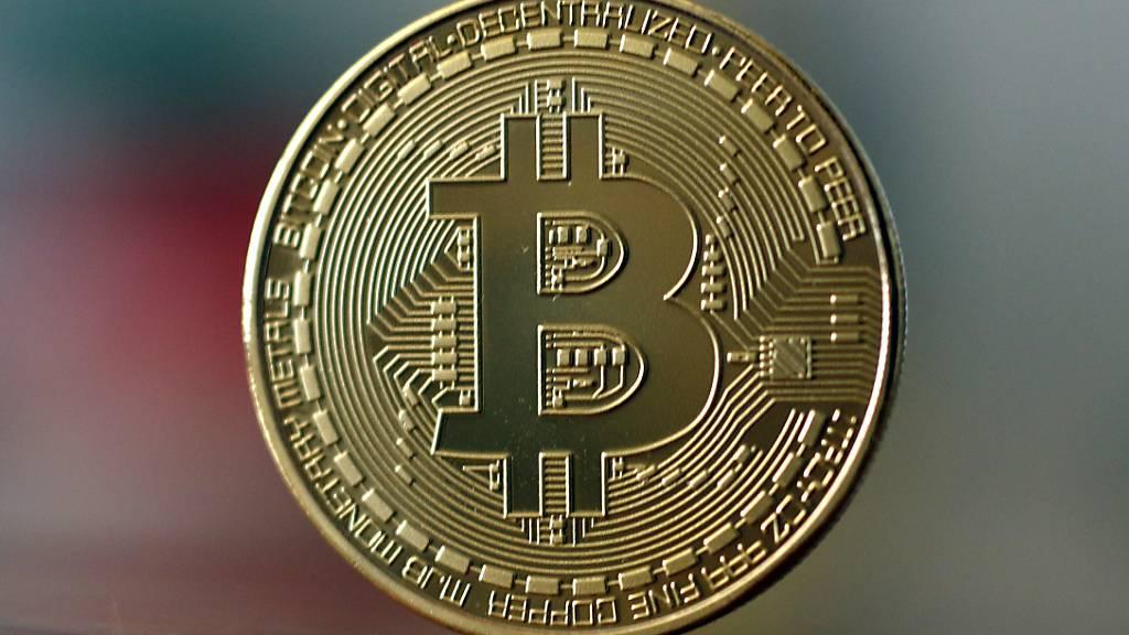 Der Bitcoin steigt und steigt im Wert. (Archivbild)