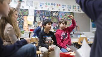 Einige Gemeinden bitten konfessionslose Eltern für den Religionsunterricht zur Kasse. (Symbolbild)