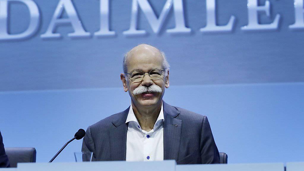 Daimler-Chef Dieter Zetsche kann mehr als zufrieden sein. Das Rekordergebnis schlägt sich auch auf seinem Lohnausweis nieder. (Archiv)